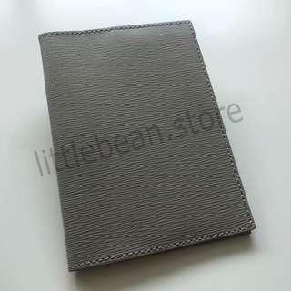 【COS】Leather Passport Holder