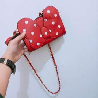 米妮紅色點點側背包