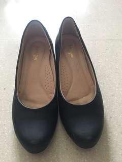 🙌二手-黑色專櫃圓頭低跟鞋