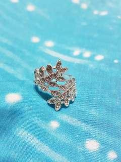 Elegant Leaf design Ring