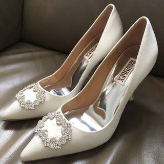 100% new and real Badgley Mischka high heel 新娘,size US 7.5,適合平底著39號的人