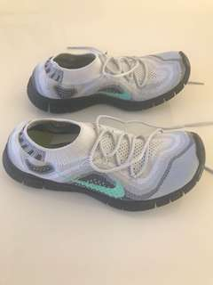Nike free flyknit women's shoes . Size US 8.5 UK6 EUR 40