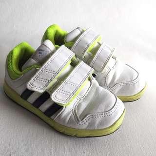 Preloved adidas shoe for boy, size 8UK
