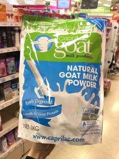 """【澳洲🇦🇺CapriLac成人羊奶粉1kg】:🐐羊奶粉中的 """"愛馬仕""""無污染!無添加劑!富含高乳鈣、高蛋白及多種礦物質,可以健脾養胃 美容養顏!還含有A2 beta酪蛋白,長期喝可以降低心臟病 糖尿病的發病率~羊奶粉營養是牛奶粉的2倍❤尤其適合牛奶過敏人羣~並且羊奶是最適合人體的營養品!大家對這個牌子一定不陌生☺️澳洲最好的成人羊奶粉品牌👏"""