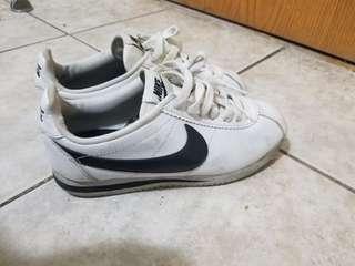 Nike cortez size 6 tennis shoe