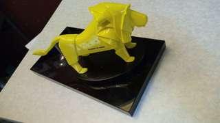 獅子金屬雕座