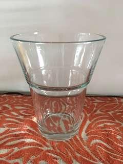 Round V vase