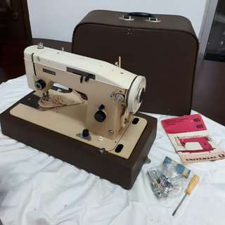 UNIVERSAL antique sewing machine