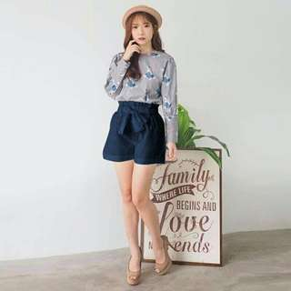 Navy pants outfit woman
