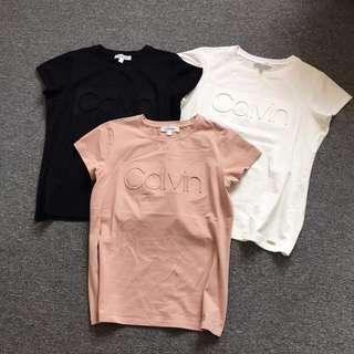 預購 Calvin Klein CK  女款 原單正品 彈力萊卡棉 浮雕字母 2018 專櫃同步 短袖 T恤 情侶裝