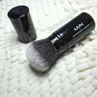 Retractable Makeuo Brush