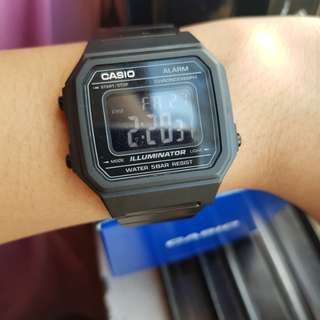 AUTHENTIC Unisex Casio watch
