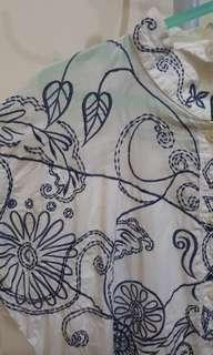 Kemeja putih motif