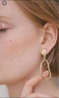 Drop Earrings in Gold