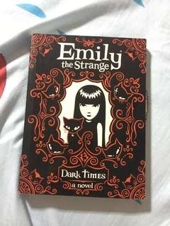 Emily the strange: Dark days