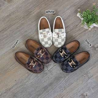 Sepatu anak LV