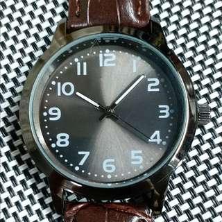 Cafe time☕ 😎有型有款😎全新無印手錶,灰綠色操兵字面,玻璃錶面,原裝Miyota機芯,已較準,行走精神,錶頭36mm不連錶的,錶耳18mm,淨錶壹隻$300,有意請pm