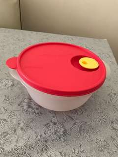 New Tupperware large (大size) bowl wz lid