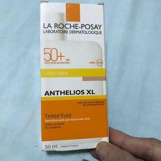 LA ROCHE-POSAY Tinted fluid