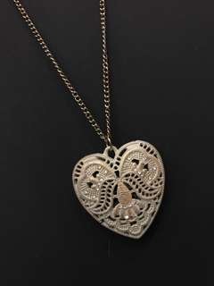 Heart shaped pendant necklance