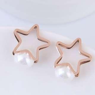 🚚 ★流行飾品★ ☑耳飾  精緻五角星珍珠鈦鋼耳釘