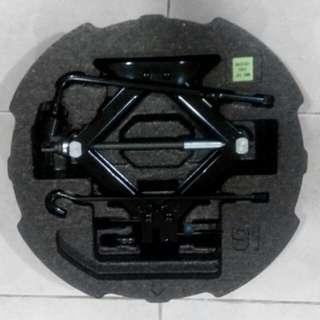 Hyundai Car Jack & Service Tool Kit