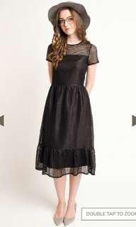 L'zzie Arias Dress in black