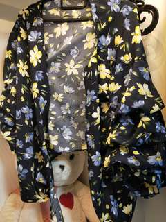 Bn blue floral bell sleeve kimono top