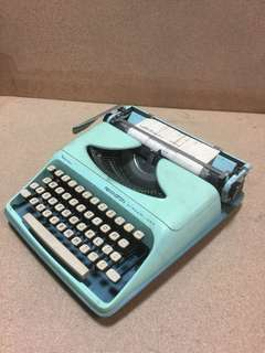 Remington Streamliner vintage typewriter