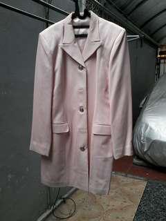 Blazer fashion , warna baby pink