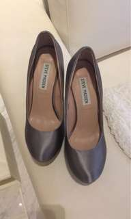 Steve Madden high heel pumps in grey satin