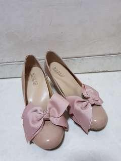 Japan heels pink bow cushion