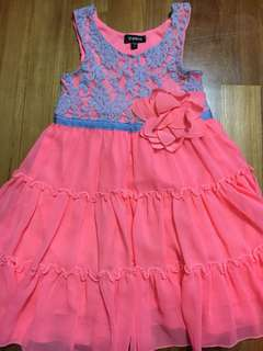 Lace dress with rosette
