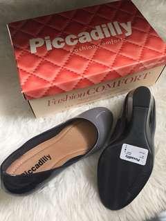 Heels di buat di Brasil warna agak gradasi abu hitam