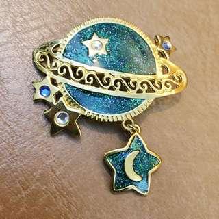 美國的古董Newpro琺瑯綠色星球胸針