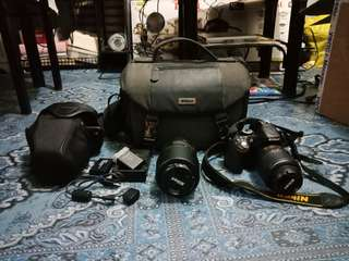 Nikon D5200 complete set w/ Zoom lens 55mm - 200mm (price is negotiable)