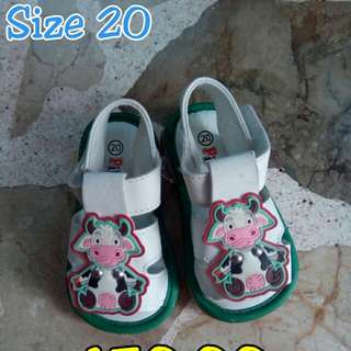 Baby shoes (never been use)