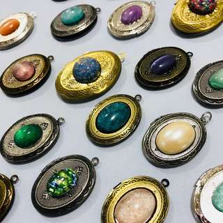 $22 for 25pcs // $1 ea - locket with cabochons - game of thrones inspired, opal, pearl, shimmery etc cabochons