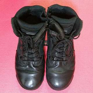 Magnum MPACT Boots size 42 us9 uk8