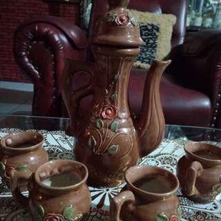 4 pcs cangkir + teko wrna coklat keramik