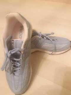 Diadora sports shoes - size 8