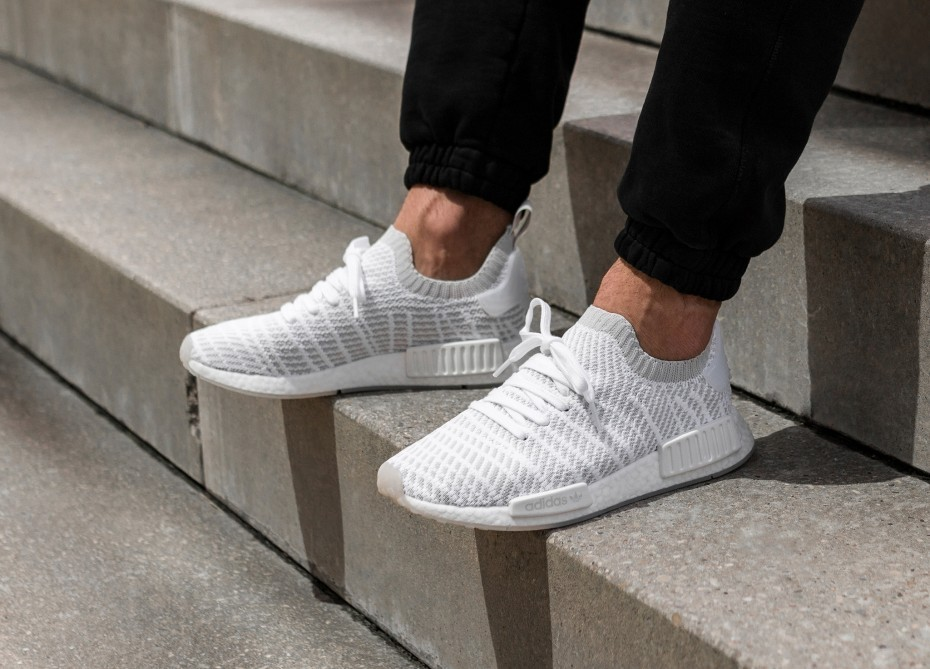 https://media.karousell.com/media/photos/products/2018/04/27/adidas_nmd_r1_stlt_pk__white_grey_pink_1524808769_65e955d1.jpg