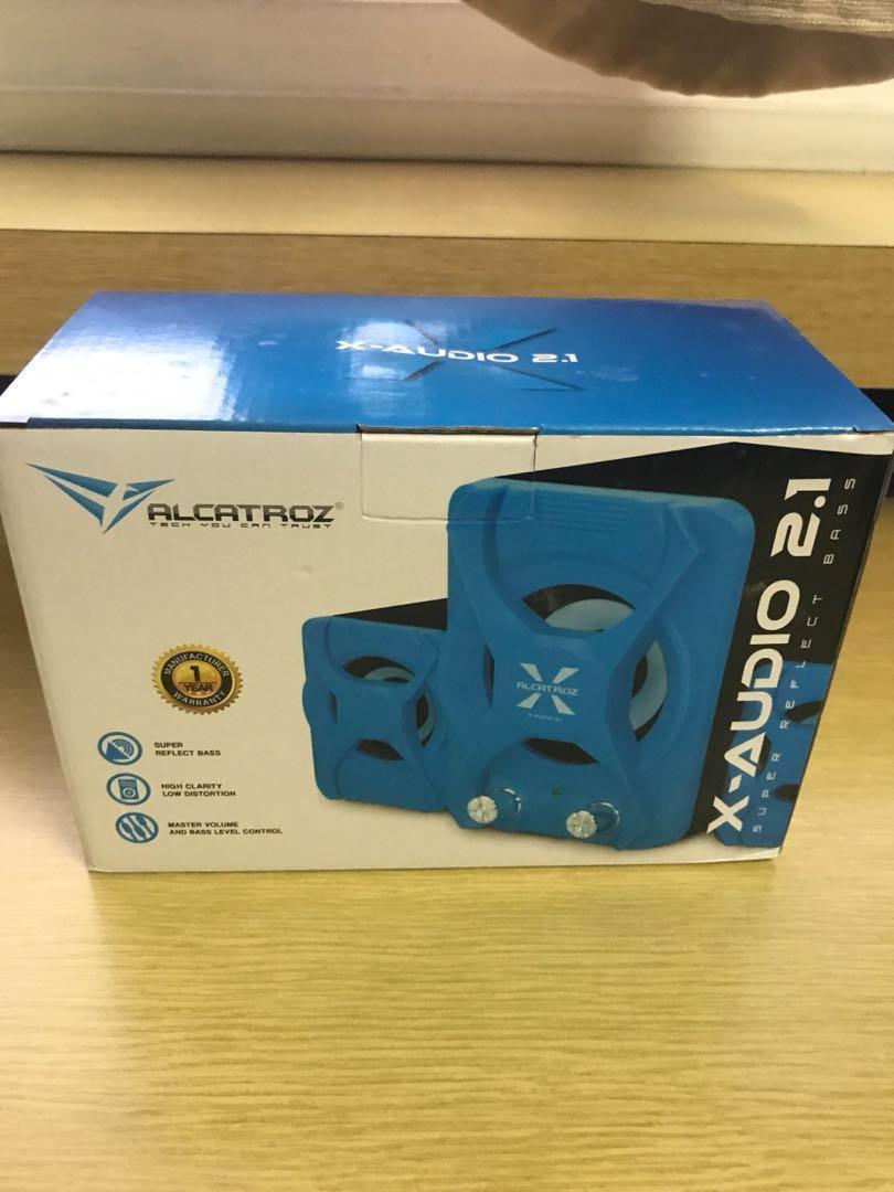 Alcatroz x-audio 2 1 speaker, mousepad, wireless keyboard
