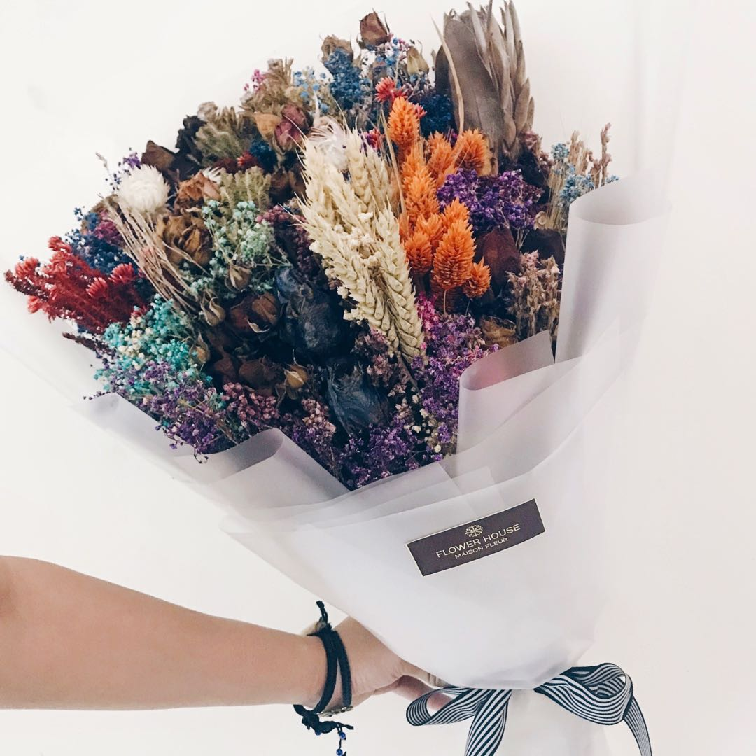 Designer mixed dry flowers bouquet, Gardening on Carousell