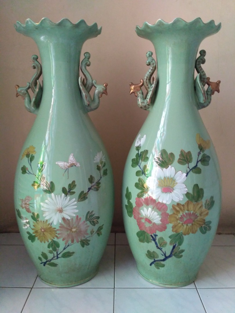 Guci Antik Cina Bunga Hijau Sepasang Antiques Others On Carousell Centong Enamel Eropa