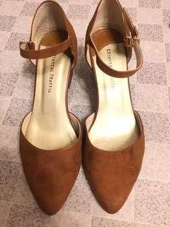 (義賣,收益捐出) 90% new oriental traffic 鞋 (size m)