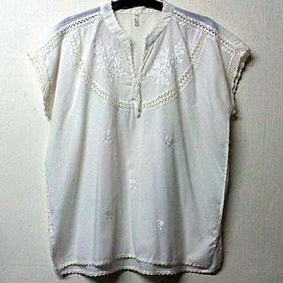 White Embroidered Blouse (L-XL)