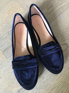 ZARA* Velvet Blue Flat Pumps in size 37