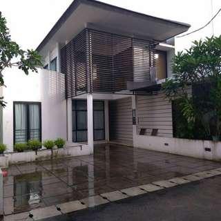 Rumah Lux + Kolam Renang di Ampera Jakarta Selatan