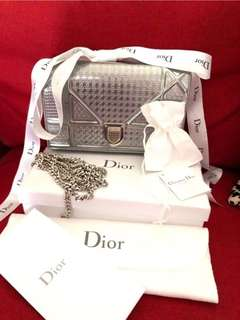 Dior wallet on chain silver with silver hardware Like new condition Comes with completed set  Selling for 6K nego (installment accepted) #preloveddior #diorpreloved #diorhandbag
